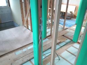 床下断熱材施工2